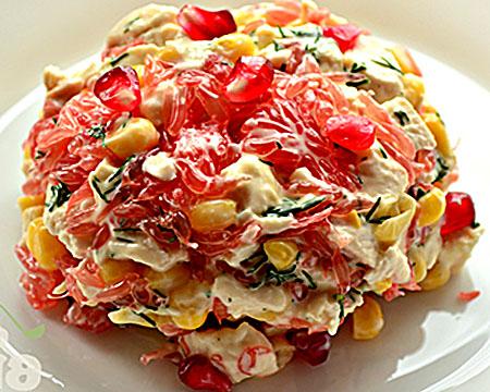 Салат с грейпфрутом и крабовыми палочками