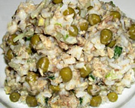 салат из консервированного тунца и сайры